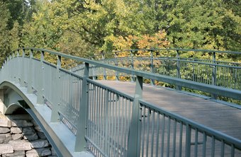 Mitigate bridge construction risks by identifying alternative designs.