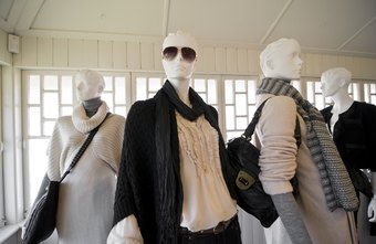 Visual supervisors use mannequins to attract buyers.