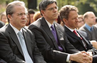 Timothy Geitner and other political leaders listen to President Obama discuss the deficit.
