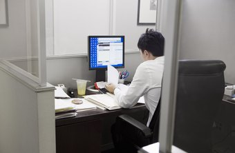 Full-screen monitor images help employees multitask.