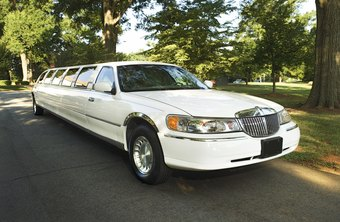 Labor laws for limo and taxi drivers depend on employment status.
