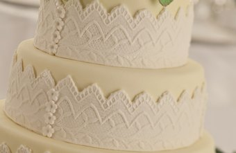 Promote your cake business to newly engaged couples.