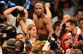 Early in his career, boxer Floyd Mayweather, Jr., fought as a lightweight.
