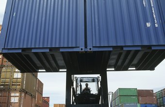 There are major differences between a freight broker and freight forwarder.