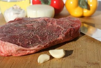 Chuck steak has a rich taste that goes well with aromatic vegetables.