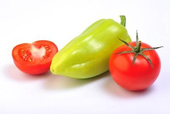 Peppers and tomatoes are healthy foods that are also low GI.