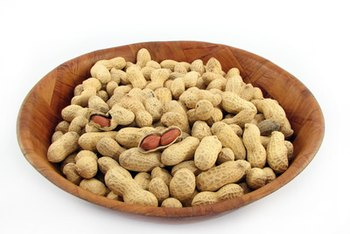 Peanuts are safe to eat if you have gout.