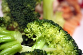 Steamed broccoli is low in calories.