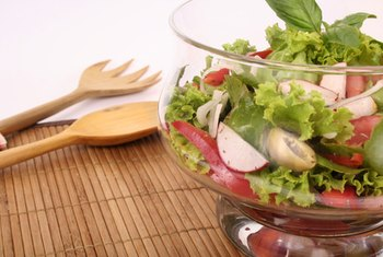 Salads are filling and nutritious without containing many calories.