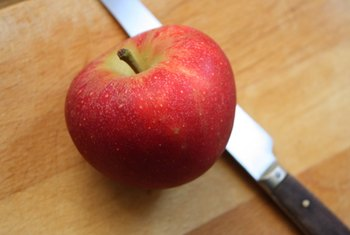 An apple has more soluble fiber than a serving of cooked white rice.
