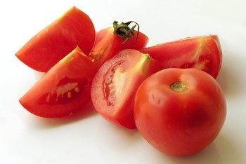 Raw tomatoes are a good source of soluble fiber.