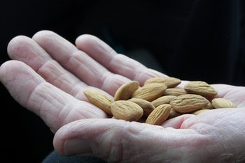 Ten almonds equal approximately 1 ounce.