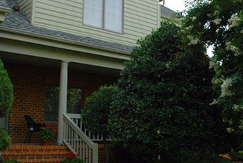 Sellers can make their home more attractive to buyers by exterior cleaning and landscaping.