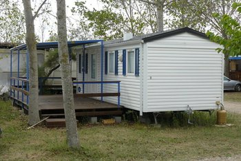 Modern manufactured homes are available in many different sizes and materials.