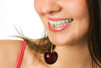 Eating a variety of different types of fruits is a natural way to rejuvenate the skin.
