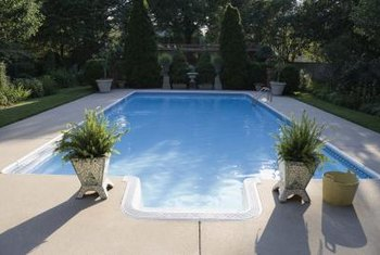 Plants around the perimeter of the yard create poolside privacy.
