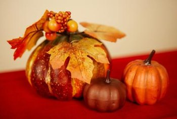 As autumn approaches, make gradual changes, using fall colors and simple elements.