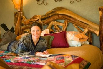 Earthy colors, old quilts and handmade furniture enhance log cabin style.