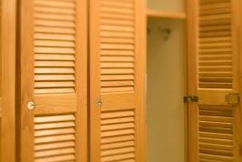Louvered doors are ho-hum on the closet but fabulously shabby behind the bed.