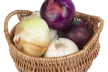Onions are a healthy vegetable that may be eaten cooked or raw.
