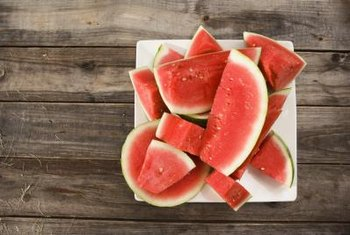 Ripe watermelon has a distinctive color, sound and taste.
