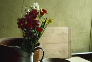 It is easy to preserve flowers with household products.