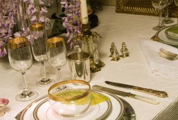 Crisp linens and a touch of metallic details add elegance.