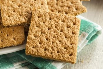 Graham crackers are low in oxalates.