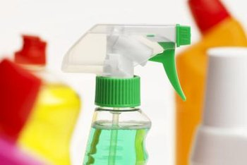 Household cleaning products and vinegar can remove iced tea stains.