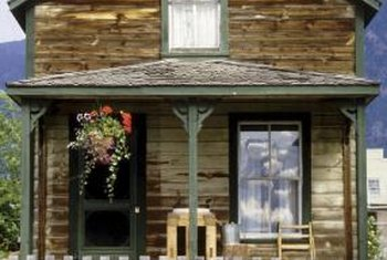 Log homes offer a rustic, old-fashioned look and feel.