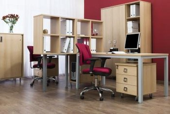 Three telltale signs can help you identify a veneered desktop.