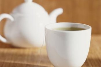 The antioxidants in green tea may help improve your brain's function.