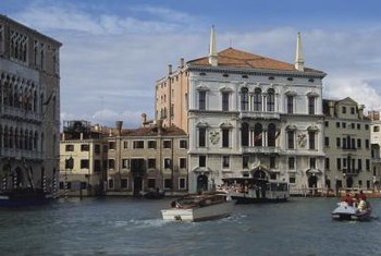 Venetian palazzos feature details popularized in Italianate architecture.