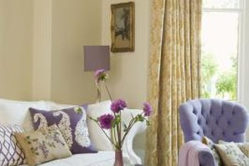 Because the fabrics are faded, pastels play an important part in shabby chic decorating.