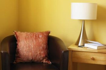 For a simple, understated look, try pairing your yellow-gold walls with curtains in a neutral shade, such as white or tan.