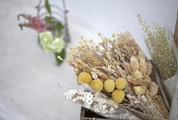 Many people consider dried flowers a hallmark of cozy homes.