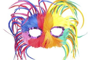 The mask is the central element of a masquerade party's dress code and can also serve as a motif in the event's decor.