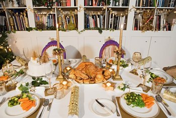 Holiday meals often lead to grease and food stains on tablecloths and cloth napkins.