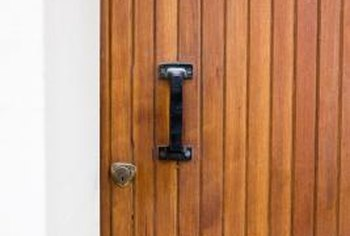Avoid streaks and brush marks by spraying varnish on your door. & How to Spray Varnish on Wooden Doors | Home Guides | SF Gate