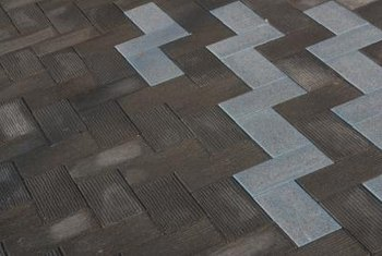 Use thinset mortar for ceramic tiles on floors.