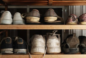 Deodorize and dry shoes before storing them in a shoe rack to avoid noxious odors.