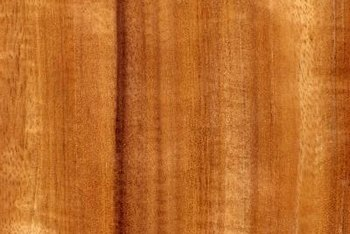 Mahogany has straight grain.