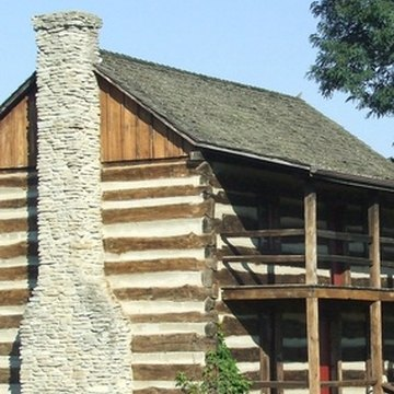 You can decorate a log cabin in a variety of eclectic styles.
