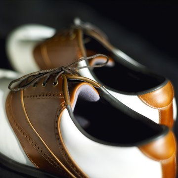 With the right golf shoes, you can walk comfortably for hours.