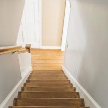 How to decorate an enclosed staircase home guides sf gate for Enclosed staircase design