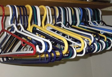 How to Clean Plastic Hangers