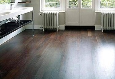 How to Use Deck Stain on Interior Hardwood Floors
