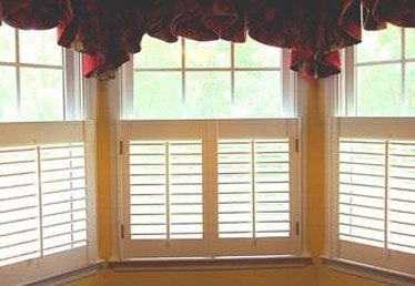 How to Clean the Windows When You Have Plantation Shutters