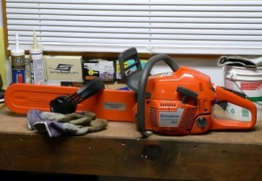 How to Start a Husqvarna 350 Chainsaw
