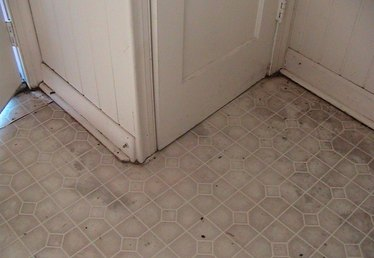 How to Repair Water Damage on a Laminate Floor